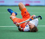 Den Bosch  - Bjorn Kellerman (Ned) gaat hard onderuit   tijdens   de Pro League hockeywedstrijd heren, Nederland-Belgie (4-3).    COPYRIGHT KOEN SUYK