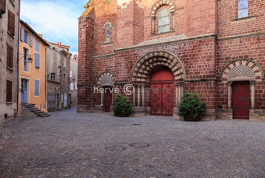 France, Haute-Loire (43), Brioude, la Basilique Saint-Julien de Brioude, façade occidentale // France, Haute Loire, Brioude, Basilica of Saint Julien