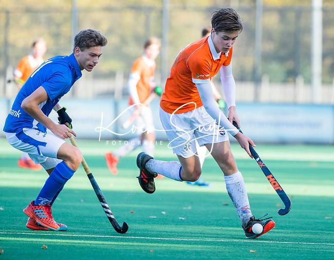 BLOEMENDAAL  - ,Casper van der Veen  met Tom Verheijen (Kampong) ,  competitiewedstrijd junioren  landelijk  Bloemendaal JB1-Kampong JB1 (4-3) . COPYRIGHT KOEN SUYK