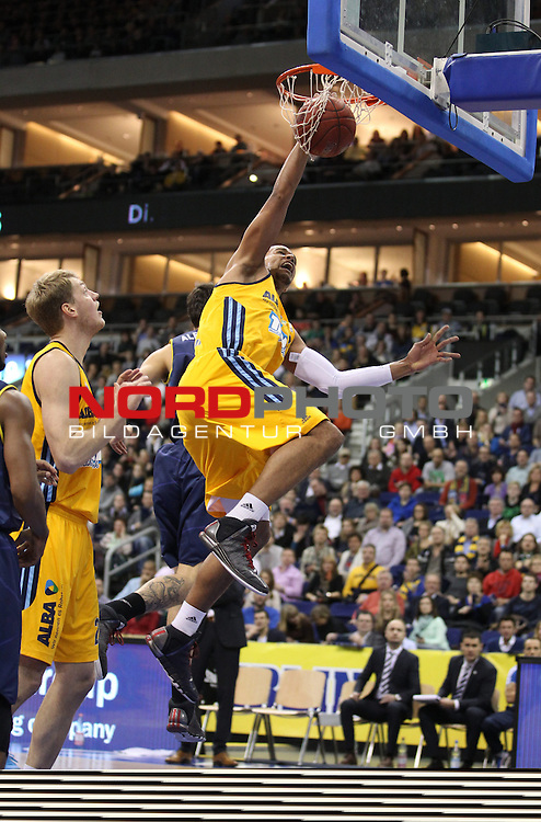 03.01.2014, O2 world, Berlin, GER, 1.BBL, ALBA Berlin vs EWE Baskets Oldenburg, im Bild Alex King (Alba Berlin),Nemanja Aleksandrov (Baskets Oldenburg)<br /> <br />               <br /> Foto &copy; nordphoto /  Schulz
