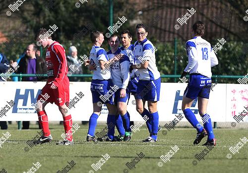 2010-03-07 / Voetbal / seizoen 2009-2010 / KSK Heist - KVK Ieper / Heist mocht al vieren in de eerste minuut na een doelpunt van Özcan ..Foto: mpics