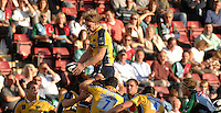 Twickenham, GREAT BRITAIN, Leeds Kearnan MYALL collect the line out ball, during the Guinness Premiership match Harlequins vs Leeds Carnegie, at Twickenham Stoop. England, Sat 22.09.2007  [Mandatory Credit, Peter Spurrier/Intersport-images].....