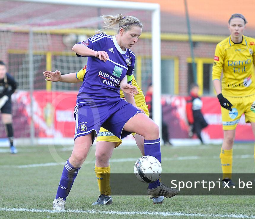 Waasland Beveren Sinaai Girls - RSC Anderlecht : Sophie Mannaert aan de bal.foto DAVID CATRY / Nikonpro.be