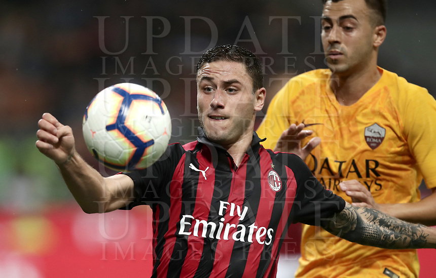 Calcio, Serie A: AC Milan - AS Roma, Milano stadio Giuseppe Meazza (San Siro) 31 agosto 2018. <br /> AC Milan's Davide Calabria (l) in action with AS Roma's Stephan El Shaarawy (r) during the Italian Serie A football match between Milan and Roma at Giuseppe Meazza stadium, August 31, 2018. <br /> UPDATE IMAGES PRESS/Isabella Bonotto