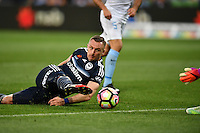 Melbourne, 17 December 2016 - BESART BERISHA (8) of the Victory kicks the ball in the round 11 match of the A-League between Melbourne City and Melbourne Victory at AAMI Park, Melbourne, Australia. Victory won 2-1 (Photo Sydney Low / sydlow.com)