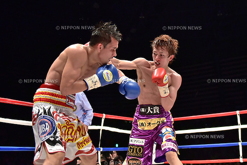 (L-R) Kwanthai Sithmorseng (THA), Ryoichi Taguchi (JPN),<br /> MAY 6, 2015 - Boxing :<br /> Ryoichi Taguchi of Japan in action against Kwanthai Sithmorseng of Thailand during the sixth round of the WBA light flyweight title bout at Ota-City General Gymnasium in Tokyo, Japan. (Photo by Hiroaki Yamaguchi/AFLO)