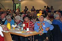 Gro&szlig;-Gerau 31.01.2016: Seniorensitzung und n&auml;rrischer Kreppelkaffee, Stadthalle Gro&szlig;-Gerau<br /> Besucher verfolgen das n&auml;rrische Progtamm der Seniorensitzung<br /> Foto: Vollformat/Marc Sch&uuml;ler, Sch&auml;fergasse 5, 65428 R&uuml;sselsheim, Fon 0151/11654988, Bankverbindung Kreissparkasse Gross Gerau BLZ. 50852553 , KTO. 16003352. Alle Honorare zzgl. 7% MwSt.
