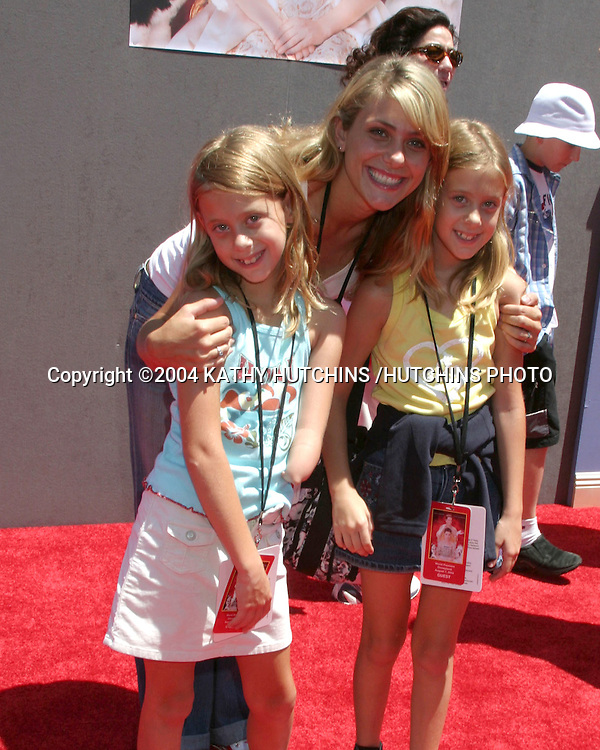 ©2004 KATHY HUTCHINS /HUTCHINS PHOTO.PRICESS DIARIES 2 PREMIERE.DOWNTOWN DISNEY, AMC 30 THEATERS.ANAHEIM, CA.AUGUST 7, 2004..JENNA LEWIS AND HER FAMILY