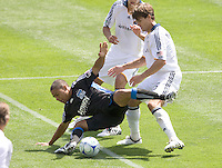 20 June 2009: Stefani Miglioranzi of the Galaxy pushes Quincy Amarikwa of the Earthquakes to offside during the game at Oakland-Alameda County Coliseum in Oakland, California.   Earthquakes defeated Galaxy at 2-1.