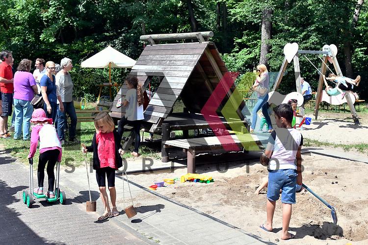 Mannheim 15.07.17 Protestfest Spielplatz Waldmeisterring, beliebt bei Alt und Jung der Sandkasten.<br /> <br /> Foto &copy; Ruffler For editorial use only. (Bild ist honorarpflichtig - No Model Release!)