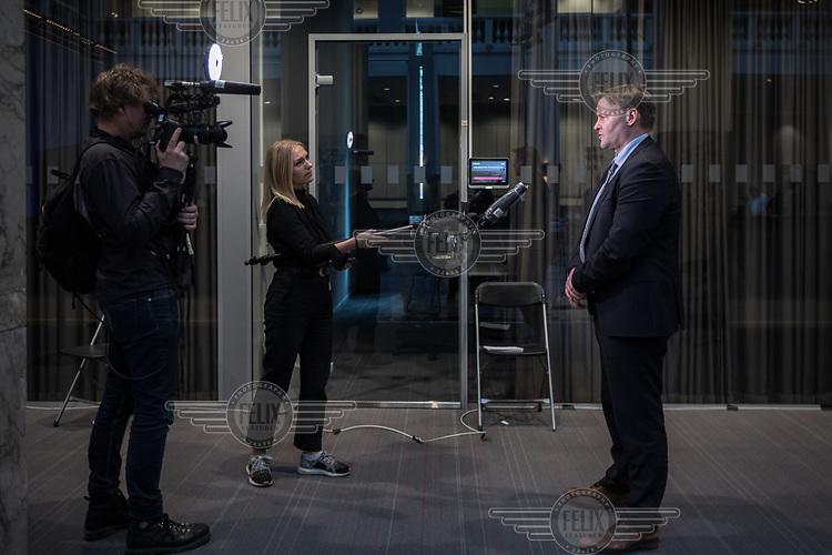 Espen Rostrup Nakstad, the assistant director of Norway's Directorate of Health talking to reporters. <br /> <br /> Press conference  to present the Corona commission, set up to evaluate the Norwegian response to the crisis. <br /> <br /> <br /> Norwegian authorites introduced strict measures to combat the Coronavirus (COVID-19) in March 2020. <br /> <br /> <br /> ©Fredrik Naumann/Felix Features<br /> <br /> <br /> Pressekonferanse om koronakrisen og den nyoppnevnte Koronakommisjonen<br /> Statsminister Erna Solberg og helse- og omsorgsminister Bent Høie inviterer til pressekonferanse sammen med lederen for den nyoppnevnte Koronakommisjonen, Stener Kvinnsland.