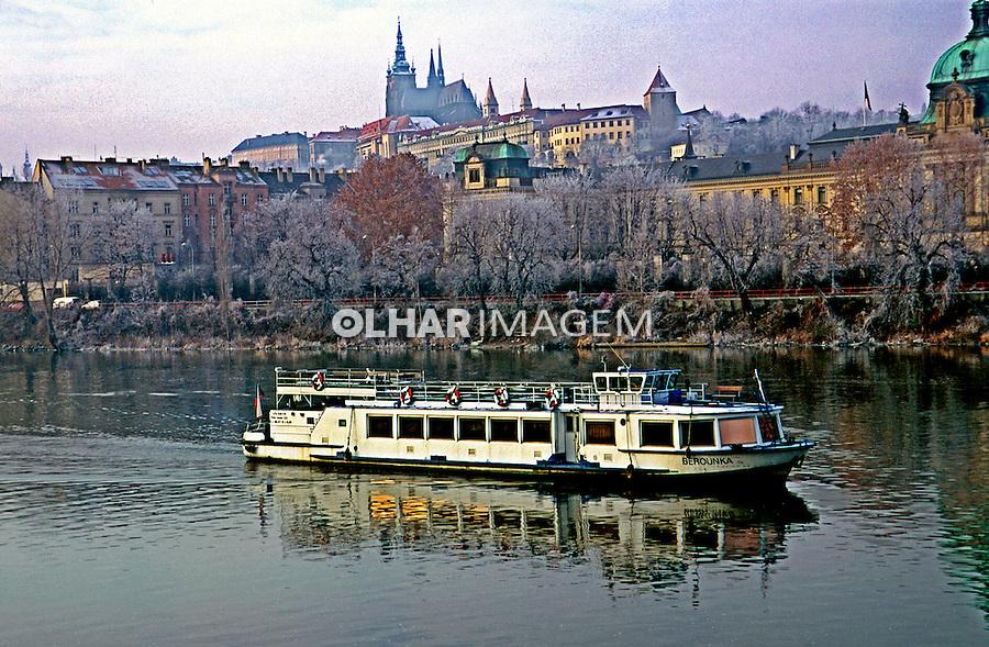 Navegação mor Rio Elba em Praga, República Tcheca. 2000. Foto de Nair Benedicto.
