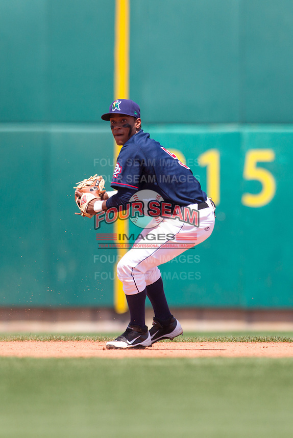 Cedar Rapids Kernels shortstop Jorge Polanco #5 throws during a game against the Lansing Lugnuts at Veterans Memorial Stadium on April 30, 2013 in Cedar Rapids, Iowa. (Brace Hemmelgarn/Four Seam Images)