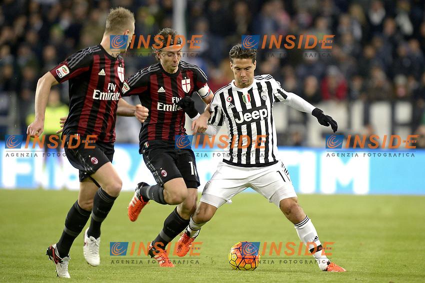 Hernanes Juventus, Riccardo Montolivo Milan,<br /> Torino 21-11-2015, Juventus Stadium, Football Calcio 2015/2016 Serie A, Juventus - Milan, Foto Filippo Alfero/Insidefoto