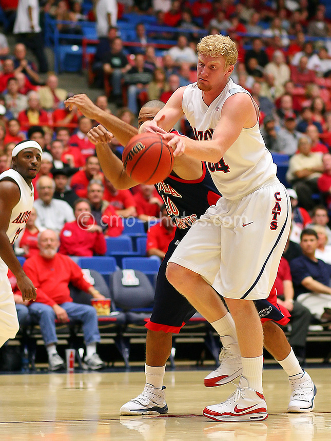 Nov 17, 2008; Tucson, AZ, USA; Arizona Wildcats forward Chase Budinger (34) and Florida Atlantic Owls forward Sammy Hernandez (50) go after a loose ball in the first half of a NIT Season Tip-Off game at the McKale Center.  Arizona won the game 75-62.  Mandatory Credit: Chris Morrison-US PRESSWIRE