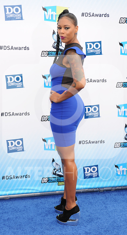 SANTA MONICA, CA - AUGUST 19: Sandy arrives at the 2012 Do Something Awards at Barker Hangar on August 19, 2012 in Santa Monica, California. /NortePhoto.com....**CREDITO*OBLIGATORIO** ..*No*Venta*A*Terceros*..*No*Sale*So*third*..*** No Se Permite Hacer Archivo**