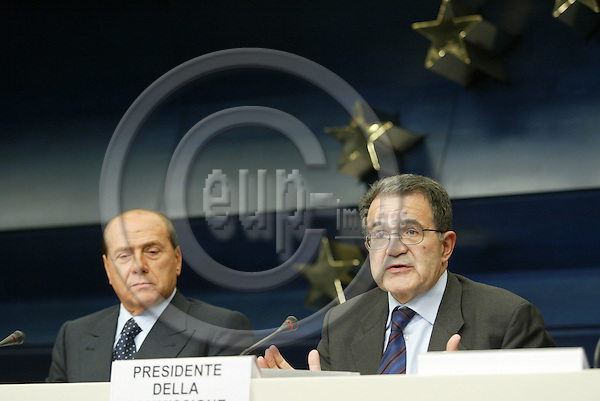 BRUSSELS - BELGIUM - 16 OCTOBER 2003 - EU-SUMMIT--Prime Minister and President of the European Council Silvio Berlusconi and European Commission Romano Prodi giving a press conference.  FOTO: ERIK LUNTANG