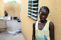 BURKINA FASO , Bobo Dioulasso, Good Shepherd Sisters / Die Schwestern vom Guten Hirten, Zentrum fuer Frauen und Maedchen, Maedchen NATALIE