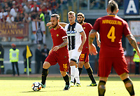 Calcio, Serie A: Roma vs Udinese. Roma, stadio Olimpico, 23 settembre 2017.<br /> Roma&rsquo;s Daniele De Rossi, left, in action during the Italian Serie A football match between Roma and Udinese at Rome's Olympic stadium, 23 September 2017. Roma won 3-1.<br /> UPDATE IMAGES PRESS/Riccardo De Luca