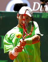 PEREIRA- COLOMBIA - 31-03-2013: Santiago Giraldo de Colombia devuelve la bola a Paul Capdeville de Chile, durante partido por la final del Seguros Bolivar Open, en las canchas del Club Campestre de la Ciudad de Pareira, marzo 31 de 2013. (Foto: VizzorImage / JJ Bonilla/ Str). Santiago Giraldo from Colombia returns the ball to Paul Capdeville from Chile, during the final match for the Seguros Bolivar Open in the court of Club Campestre, on March 31, 2013, in Pereira City, Colombia. (Photo: VizzorImage / JJ Bonilla / Str)....