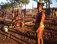 Festa do Kuarup na aldeia Yawalapiti<br /> Parque Indígena do Xingu, Mato Grosso, Brasil.<br /> Foto Eric Stoner<br /> 08/2007