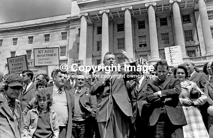 Rev Ian Paisley addressing participants, largely but not exclusively farmers, in the UWC-supporting blocade of the approaches to Parliament Building, Stormont, Belfast, N Ireland.  197405280109. <br />