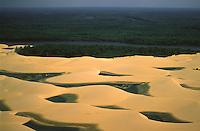 O parque nacional dos Lençóis Maranhenses é uma unidade de conservação brasileira de proteção integral à natureza localizada na região nordeste do estado do Maranhão. <br /> Lagos formados entre as dunas.<br /> Barreirinhas, Maranhão, Brasil.<br /> Foto Marcello Lourenço/Acervoh