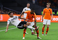 Jonas Hector (Deutschland Germany) gegen Denzel Dumfries (Niederlande) - 13.10.2018: Niederlande vs. Deutschland, 3. Spieltag UEFA Nations League, Johann Cruijff Arena Amsterdam, DISCLAIMER: DFB regulations prohibit any use of photographs as image sequences and/or quasi-video.