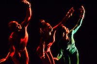RIO DE JANEIRO, RJ, 11.09.2013 -ALVIN AILEY AMERICAN DANCE THEATER - A Alvin Ailey American Dance Theater, uma das principais companhias de dança do mundo, retorna ao Brasil para curtíssima temporada nas cidades do Rio de Janeiro e São Paulo. É a terceira visita da companhia que inspira a todos com sua celebração universal do espírito humano utilizando a experiência cultural Afro-Americana e a tradição da dança americana moderna, na Cidade das Artes, Barra da Tijuca na zona oeste do Rio de Janeiro. (Foto: Marcelo Fonseca / Brazil Photo Press).