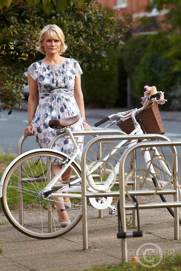 Karen Seeberg riding Charge Decanter bicycle, Sunningdale, Berks.   September    2013.      pic copyright Steve Behr / Stockfile