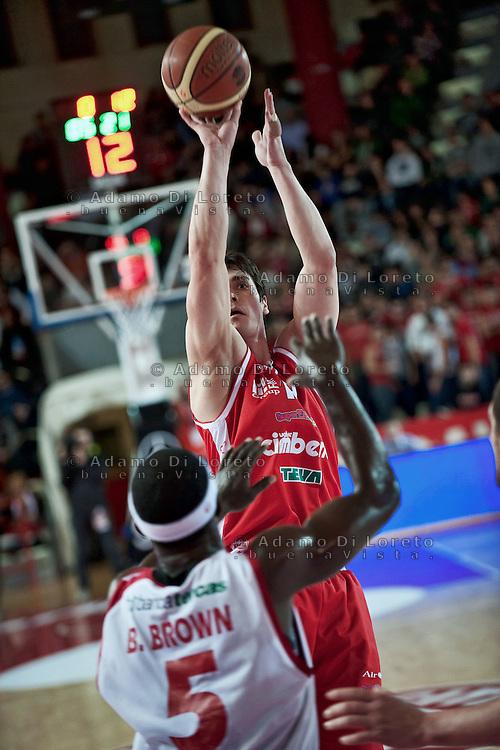 Teramo 15-01-2012 Campionato di Lega A1 Basket 2011/2012: TERAMO BASKET VS CIMBERIO VARESE. IN FOTO KANGUN VARESE - BROWN BRANDON TERAMO