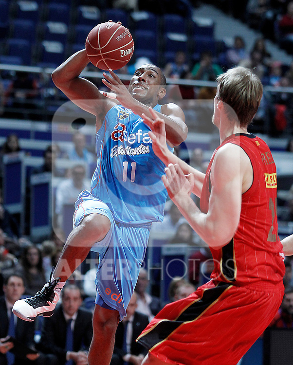 Asefa Estudiantes' Jayson Granger (l) and Cai Zaragoza's Henk Norel during Liga Endesa ACB match.November 11,2012. (ALTERPHOTOS/Acero)