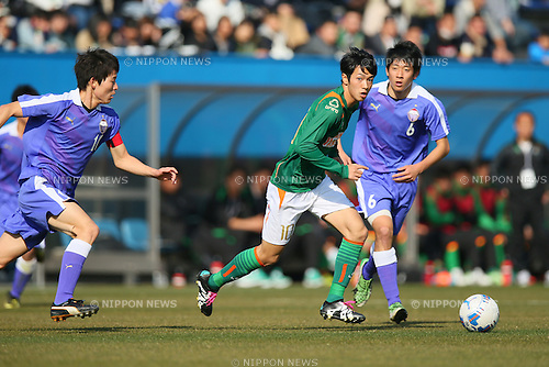 (L-R) Yuki Hayakawa , Yuta Kamiya , Taichi Tabata , JANUARY 5, 2016 - Football /Soccer : The 94th All Japan High School Soccer Tournament Quarter-Final match between Aomori Yamada 1-0 Toyama Daiichi at NHK Spring Mitsuzawa Football Stadium in Kanagawa, Japan. (Photo by Yohei Osada/AFLO SPORT)