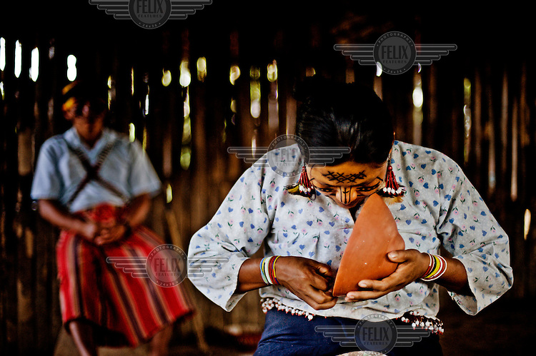 Maria Antik painting a traditional 'pinink'. Pininks are the bowls used to serve the manioc beer, chicha or 'nijimanch'.