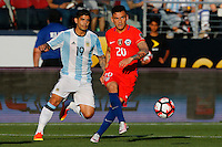 Action photo during the match Argentina vs Chile at Levis Stadium Copa America Centenario 2016. ---Foto  de accion durante el partido Argentina vs Chiler, En el Estadio de la Universidad de Phoenix, Partido Correspondiante al Grupo - D -  de la Copa America Centenario USA 2016, en la foto: (i)-(d) Ever banega, Charles aranguiz<br /> <br /> --- 06/06/2016/MEXSPORT/PHOTOSPORT/ Andres Pina