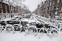 Netherlands,  Amsterdam, de Jordaan<br /> <br /> The Jordaan neighbourhood has become a very trendy and arty area where also many expatriats choose to live. The winter snow gives it a very special feel.<br /> <br /> Photo Kees Metselaar