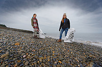 Anna Strzelecki and her 13 year old daughter Jaz litter-picking in Amroth beach, West Wales, UK. Monday 31 December 2018