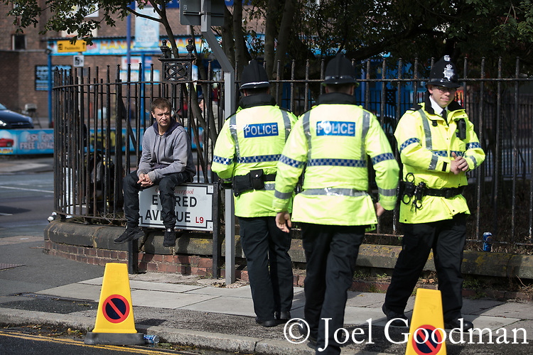 © Joel Goodman - 07973 332324 - all rights reserved . NO ONWARD SALE OR SYNDICATION PERMITTED - ONLY FOR USE IN REPORTING THE LIVE STORY TO WHICH THE PHOTOGRAPH IS RELATED . 14/09/2017 . Liverpool , UK . Crowds gather to welcome the Duke of Cambridge , Prince William , at a visit to Life Rooms in Walton . Life Rooms provides community support to help people recover from mental health issues . Photo credit : Joel Goodman