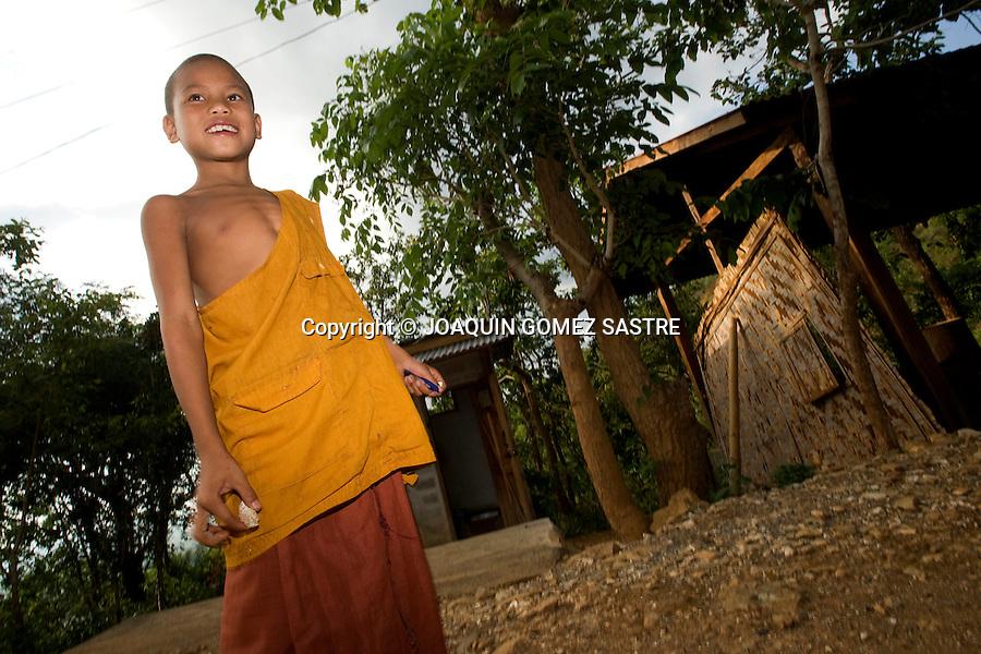 Un joven novicio en una pequeña aldea de la zona de Bagan en Myanmar.foto © JOAQUIN GOMEZ SASTRE