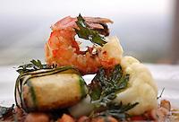Cena di lusso e nouvelle cuisine. Luxury dinner and nouvelle cuisine..