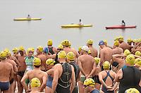 SAO PAULO, SP, 22 DE SETEMBRO DE 2013 – VIRADA ESPORTIVA 2013: Nadadores participam da Travessia do Guarapiranga durante Virada Esportiva 2013. A prova foi realizanda na manhã deste domingo (22) na represa de Guarapiranga, na zona sul de São Paulo. FOTO: LEVI BIANCO - BRAZIL PHOTO PRESS