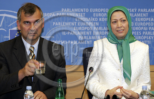 STRASBOURG - FRANCE - 05 JULY 2006 -- Maryam RAJAVI (Ri) (National Council of Resistance of Iran) in the EU-Parliament in Strasbourg. MEP Paulo CASACA Socialist Group with her. --PHOTO: JUHA ROININEN / EUP-IMAGES.