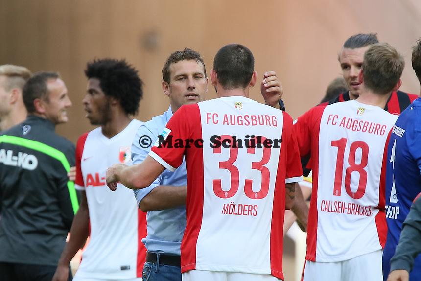 Trainer Markus Weinziertl mit Sascha Mölders (Augsburg) - Eintracht Frankfurt vs. FC Augsburg, Commerzbank Arena