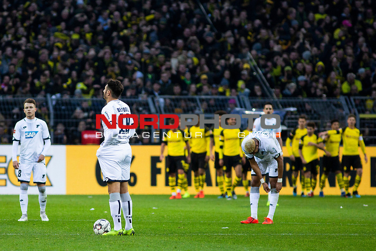 09.02.2019, Signal Iduna Park, Dortmund, GER, 1.FBL, Borussia Dortmund vs TSG 1899 Hoffenheim, DFL REGULATIONS PROHIBIT ANY USE OF PHOTOGRAPHS AS IMAGE SEQUENCES AND/OR QUASI-VIDEO<br /> <br /> im Bild | picture shows:<br /> Die TSG sammelt sich nach dem dritten Gegentor zum Anstoss,  <br /> <br /> Foto &copy; nordphoto / Rauch