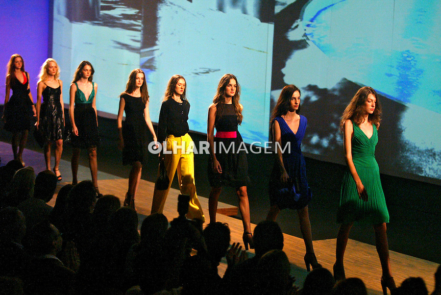 Desfile de moda São Paulo Fashion Week. São Paulo. 2005. Foto de Caetano Barreira.