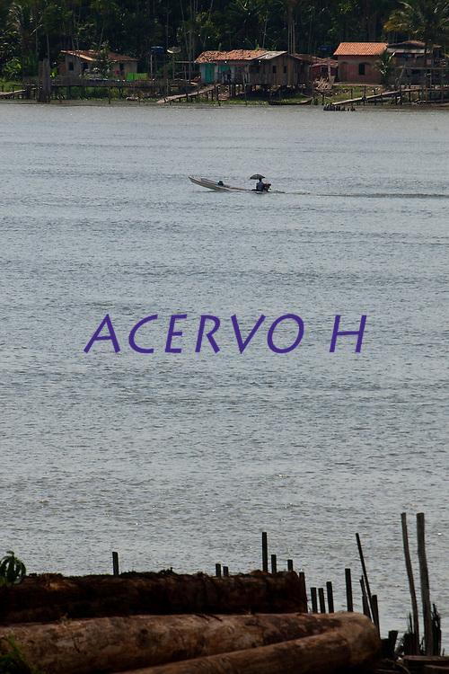 Rio Mojú próximo a cidade.<br /> Mojú, Pará, Brasil.<br /> Foto Paulo Santos<br /> 10/2013