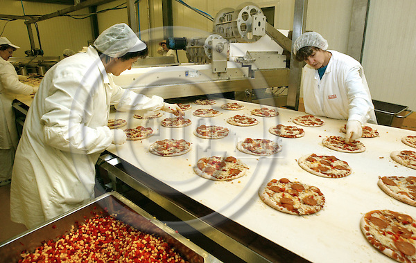 BUDAPEST - HUNGARY- 26 November 2002--Norwegian pizza production in Hungary.-- The Felix Hungaria KFT, belonging to the Orkla Food A.S. produces pizzas for the eastern European market as well as for the Norwegian market.-- PHOTO: EUP-IMAGES.COM / Juha ROININEN