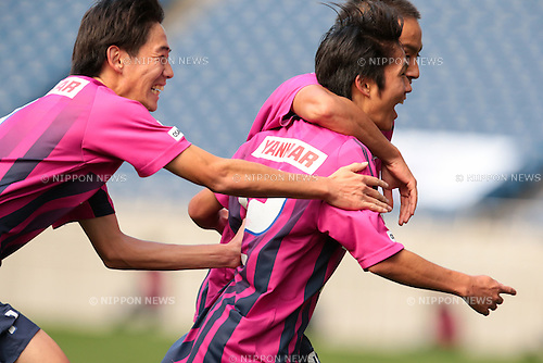 (L to R) <br /> Masataka Nshimoto, <br /> Kazuya Takada (Cerezo), <br /> December 14, 2014 - Football /Soccer : <br /> Prince Takamado Trophy U-18 Football League 2014 Championship <br /> between Kashiwa Reysol U-18 0-1 Cerezo Osaka U-18 <br /> at Saitama Stadium 2002, Saitama, Japan. <br /> (Photo by AFLO SPORT) [1205]