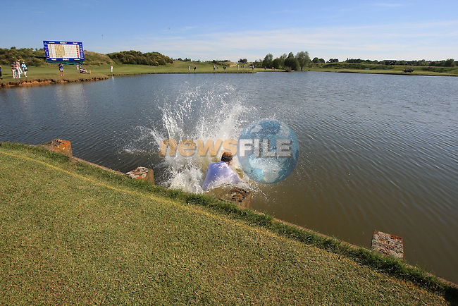 .on the final day of Alstom Open de France, Golf National Saint-Quentin-en-Yvelines, Paris. 3/7/11.Picture Fran Caffrey/www.golffile.ieThomas Levet (FRA) jumping into the lake after winning.the Alstom Open de France, Golf National Saint-Quentin-en-Yvelines, Paris. 3/7/11 as he jumped into the water which was only waist high has been announced that he broke his leg..Picture Fran Caffrey/www.golffile.ie