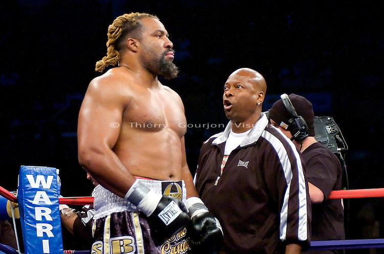 Atlantic City, N.J, 06.02.07: (l-r) Shannon Briggs and trainer Yoel Judah in between rounds during Briggs' 12 rounds WBO World Heavyweight Championship against Sultan Ibragimov at the Boardwalk Hall. Ibragimov took the belt away from Briggs by Unanimous decision. Photo by Thierry Gourjon.